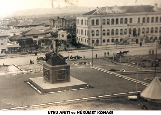 Utku Anıtı ve Hükümet Konağı