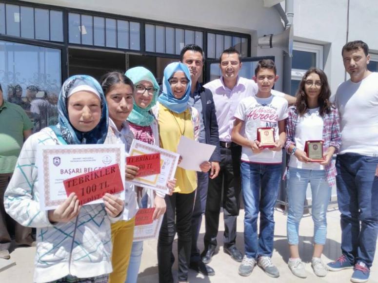 Uydukent Marketten Başarılı Öğrencilere ödülleri verildi