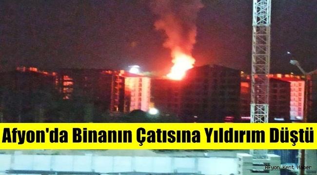 Afyon'da Binanın Çatısına Yıldırım Düştü