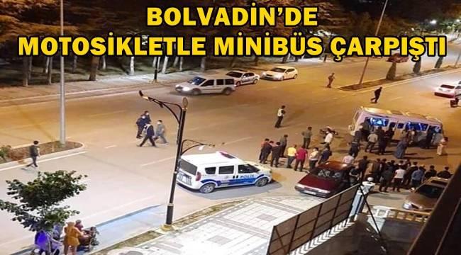 Bolvadin'de motosikletle minibüs çarpıştı