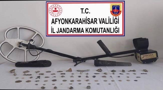 Afyon'da tarihi eser niteliği taşıyan obje ve dedektör ele geçirildi