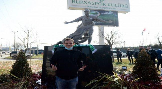 Bursaspor'da efsane futbolcu Batalla'nın heykeli dikildi