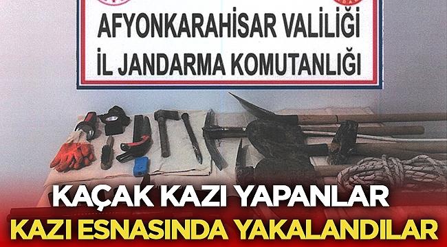 İhsaniye'de kaçak kazı yaparken yakalandılar!