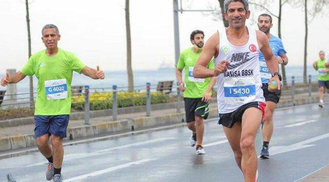 Manisalı maratoncu 1 saat 13 dakikada koştu