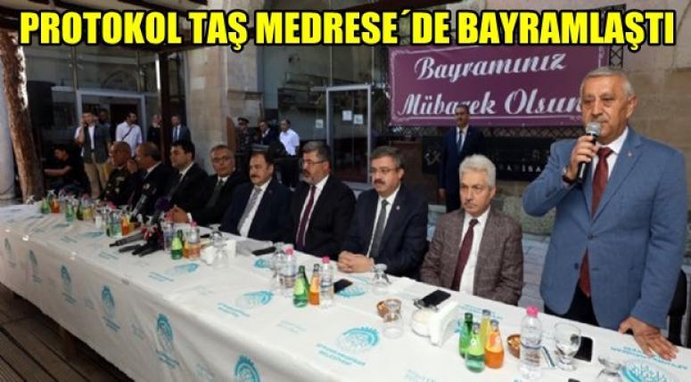 AFYON TAŞ MEDRESE´DE BAYRAMLAŞMA YAPILDI !!