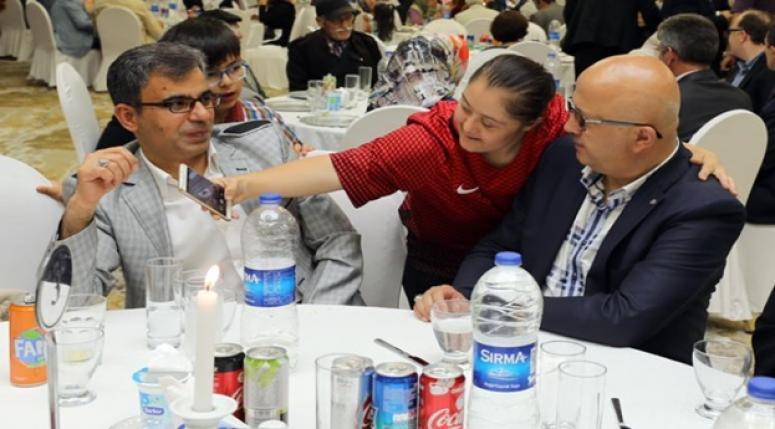 Afyon Valiliği ve Afyon Belediyesinin anlamlı iftar daveti