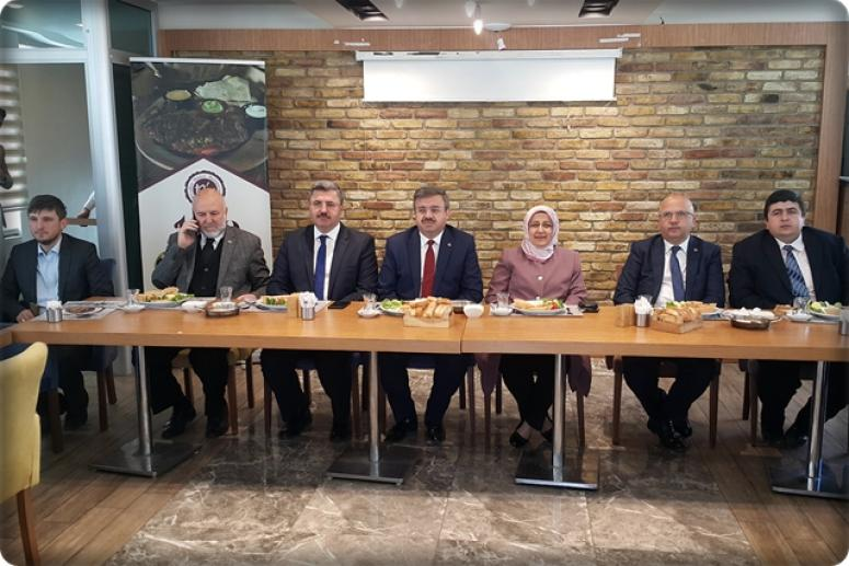 AK Parti İl Başkanlığı STK ve basın mensuplarıyla kahvaltılı toplantıda bir araya geldi