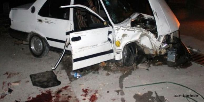 Araç mermer paletine çarptı 1 ağır yaralı