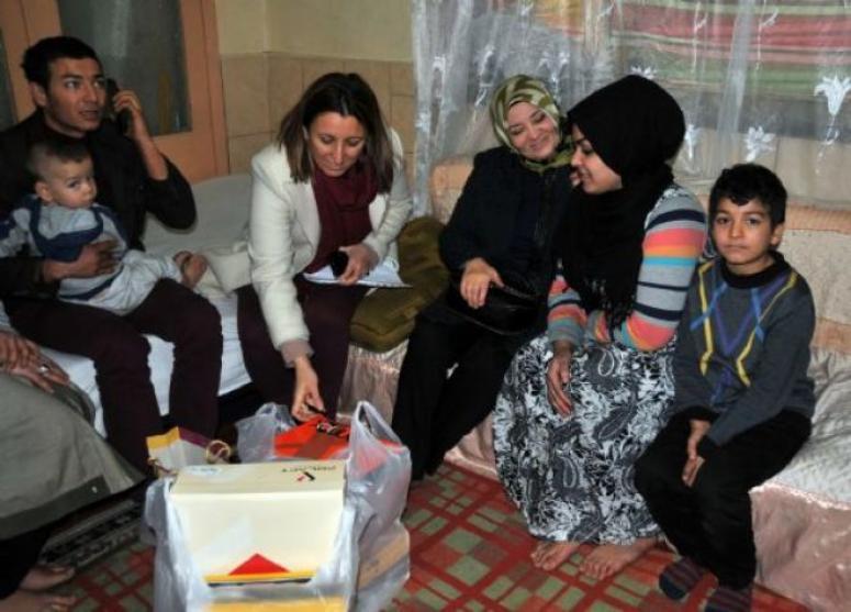 Bayan Emine Çoban Mültecileri unutmuyor