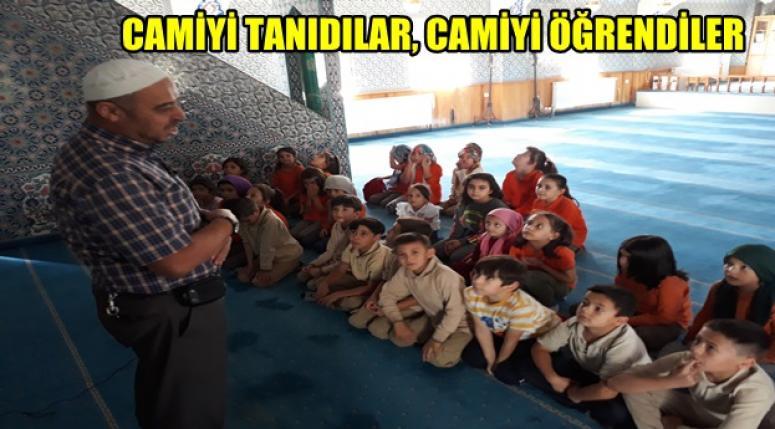 Afyon Ayşegül Arsoy İlkokulu öğrencileri Camiyi tanıdılar