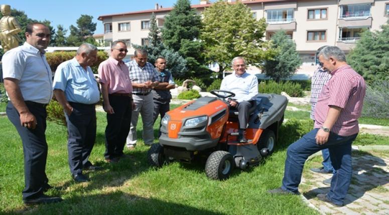 Dinar'da Park Bahçe İşleri Daha Düzenli Olarak Yapılacak