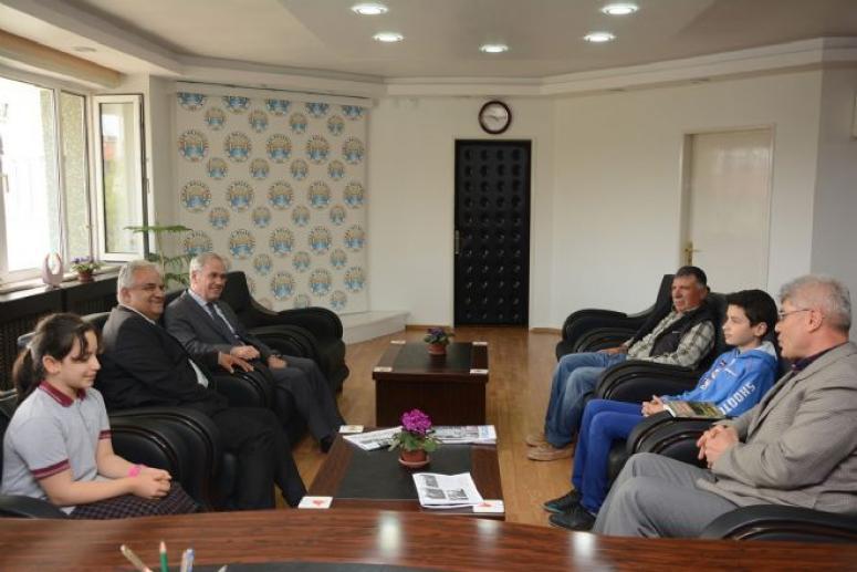 Öğrenci ve Öğretmenlerden Başkan Acar'a Ziyaret