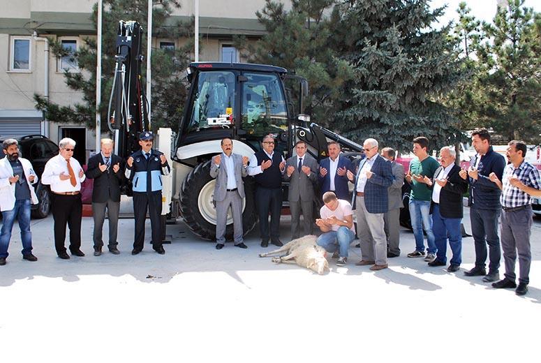 İscehisar Belediyesi Araç Filosuna Yeni Bir İş Makinası Daha Kattı