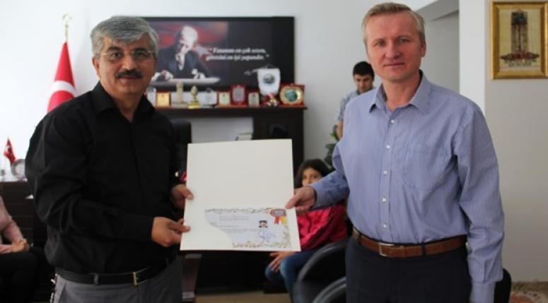 """Ulusal Tales Matematik Yarışmasında """"Türkiye Birincisi"""" ne ödül"""