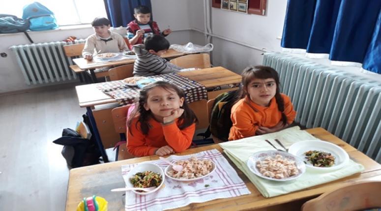 Afyon Ayşegül Arsoy okulunda mantı keyfi !!