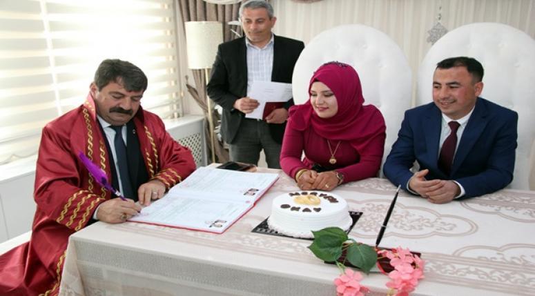 Dinar Belediye Başkanı Nihat Sarı İlk Nikahını Kıydı