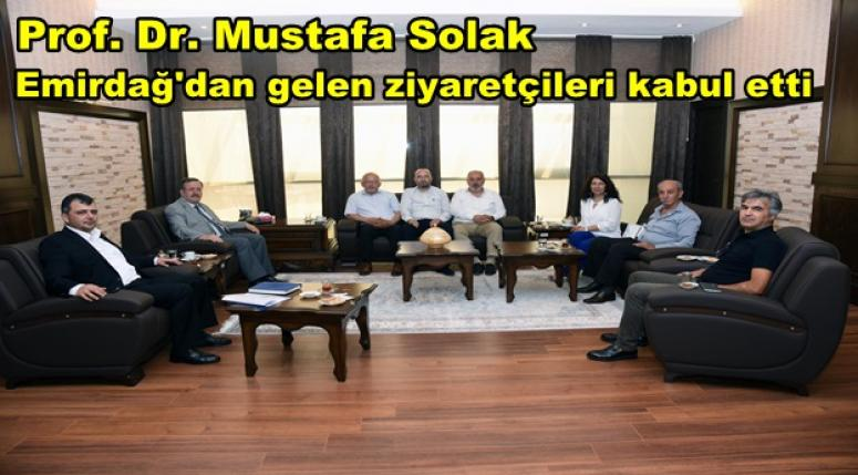 Prof. Dr. Mustafa Solak Emirdağ'dan gelen ziyaretçileri kabul etti