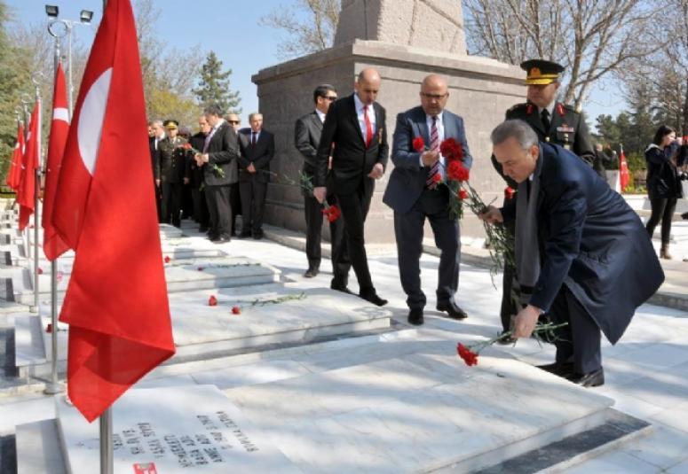 Çanakkale Zaferi'nin 101. Yıldönümü ve 18 Mart Şehitler Gününde Aziz Şehitlerimiz Törenlerle Anıldı
