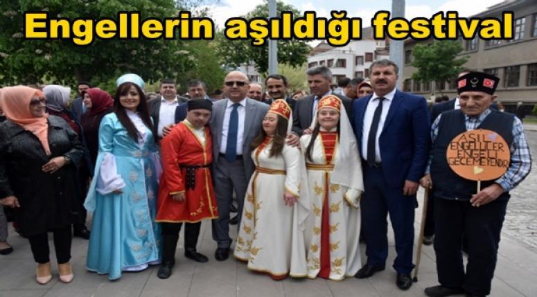 Afyonkarahisar'da Engellerin aşıldığı festival