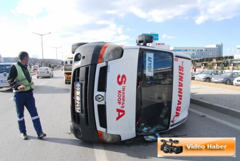 Sinanpaşa Yolcu Minibüsü Takla Attı