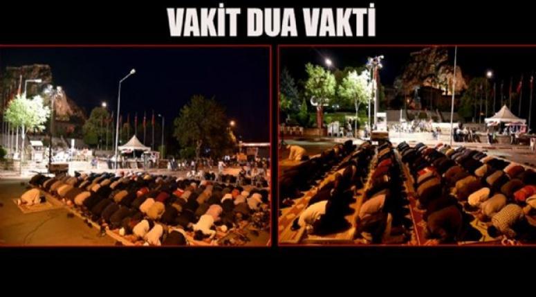 ANITPARK ÖNÜNDE SABAH NAMAZI !!!