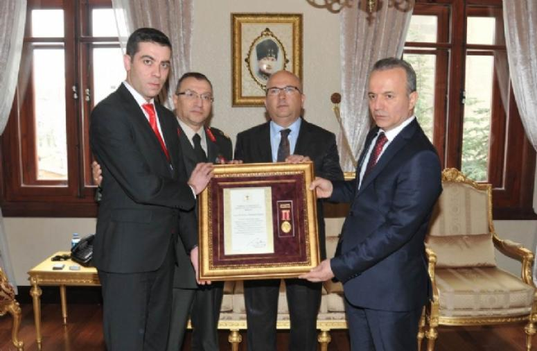 Vali Güner Tarafından Gazi ve Şehit Yakınlarına Devlet Övünç Madalyası Verildi