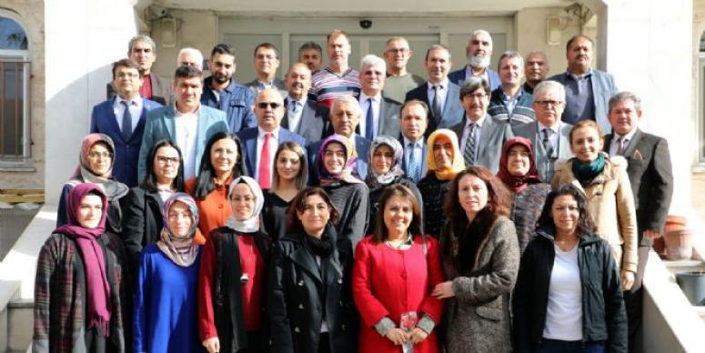 Mehmet Zeybek, öğretmenlerle bir araya geldi